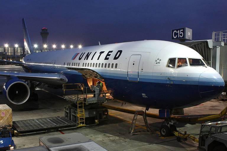 United_Airlines_Lasse_Fuss_wikimedia1.jpg