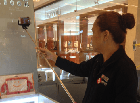 Working-at-a-mall-kiosk-is-a-common-job-for-Filipinos-in-the-UAE-1.png