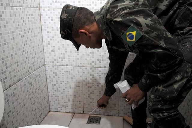 Zika_virus_Brazil_soldier_AgenciaBrasilia.jpg