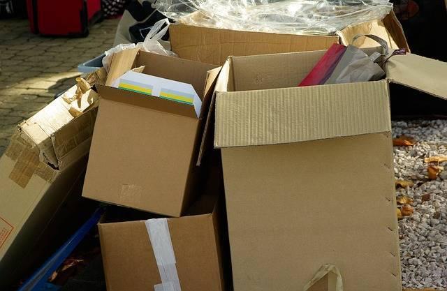 cartons-970950_640.jpg