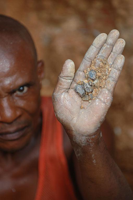 conflict_minerals_Wolframite_Mining_DRC_Julien_Harneis.jpg