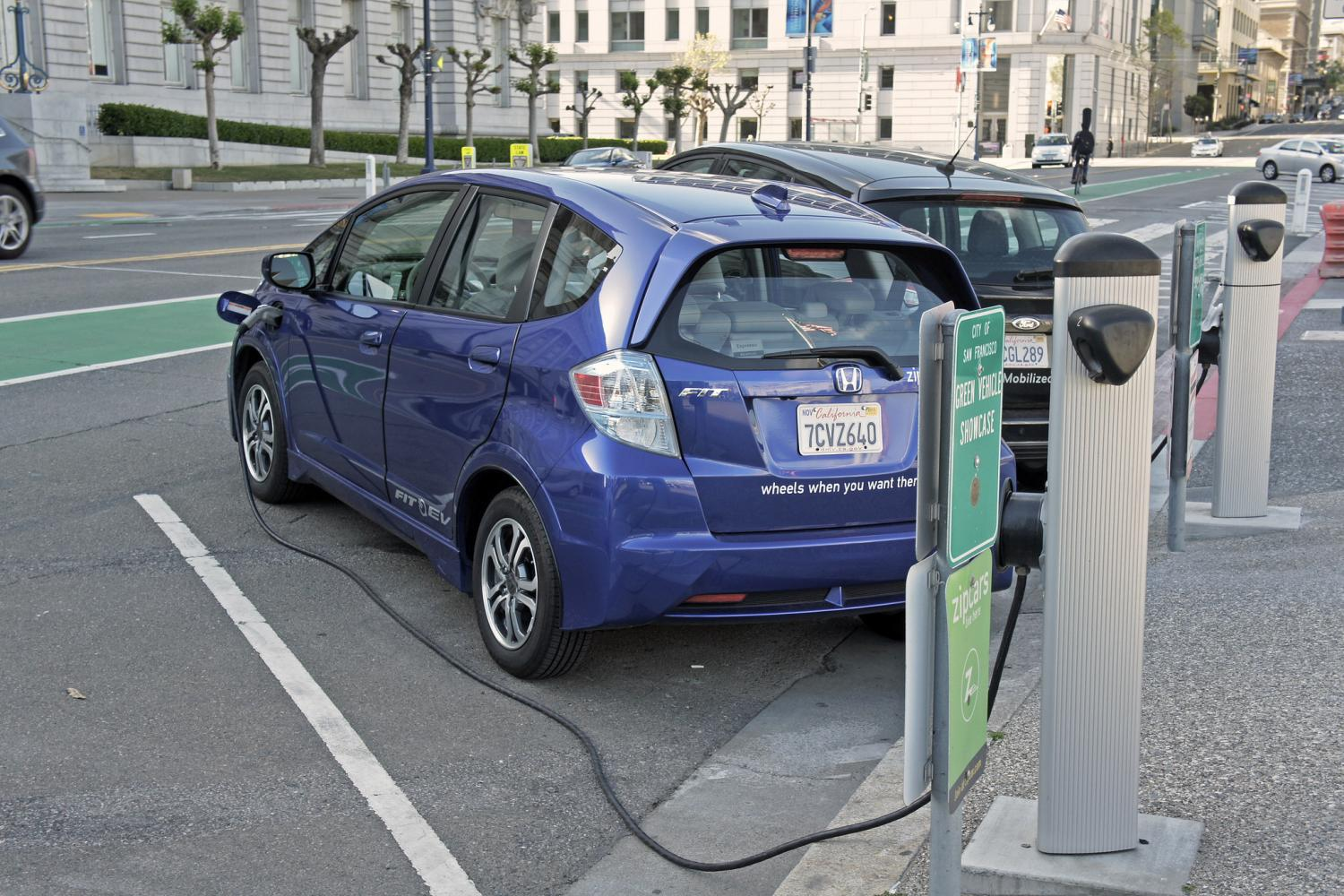 A new report suggests that the integration of electric vehicles into global corporate fleets and procurement policies is scaling up at a rapid pace.