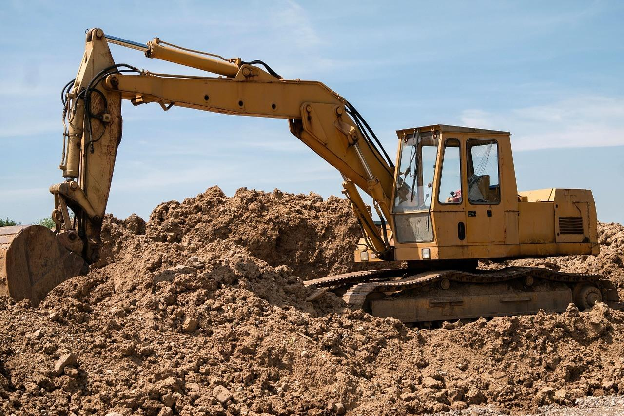 excavators-800996_1280.jpg