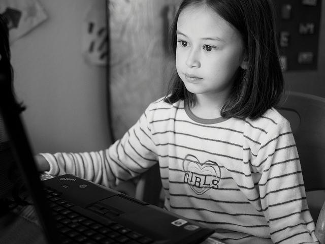 girls-coding.jpg