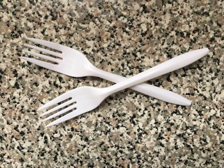 plastic-forks-2.jpg