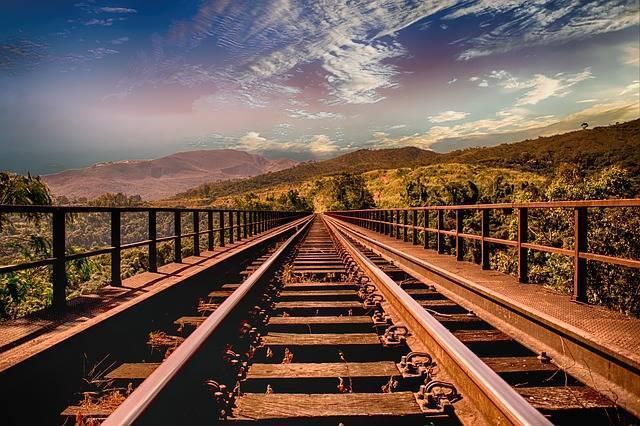 railway-track-2427757_640.jpg