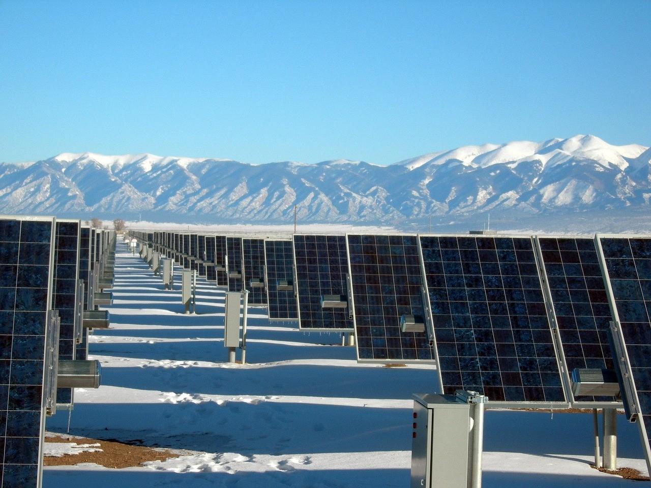 solar-panel-array-1591359_1280.jpg
