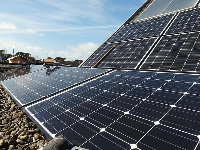 solar-panels-692834_640.jpg