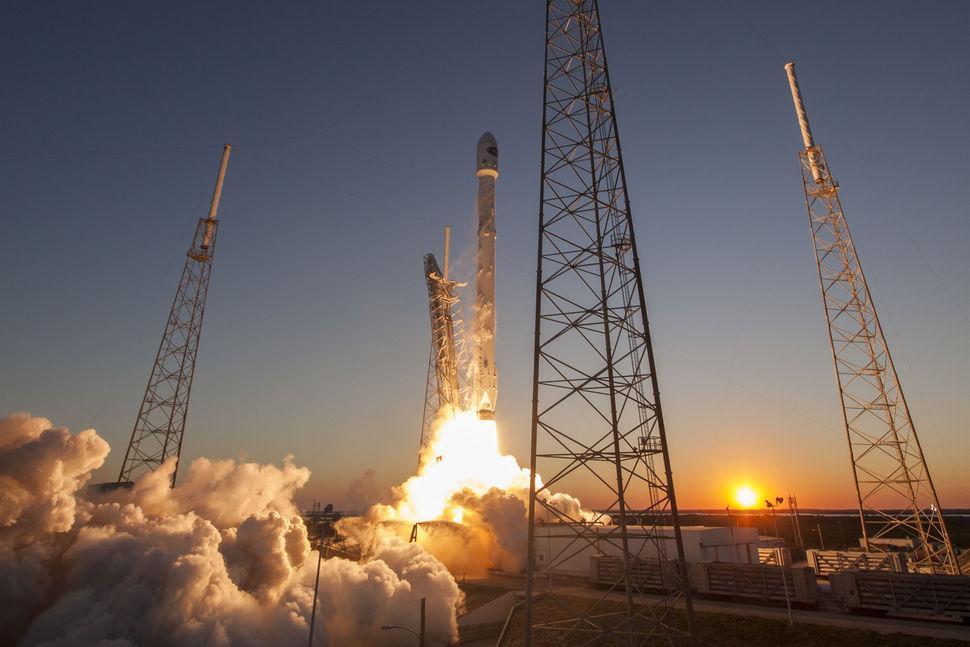 spaceX_dscovr_launch_sunset.jpg