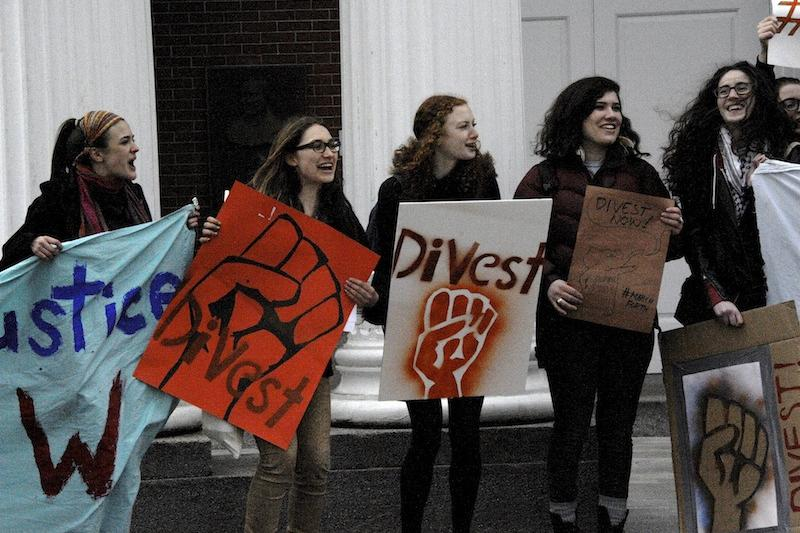 tufts-students-divest-.jpg