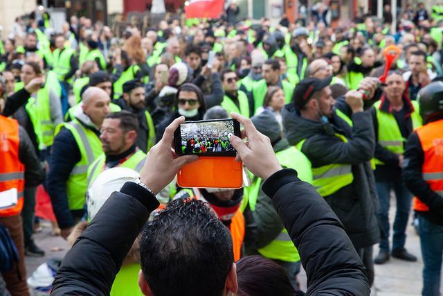 yellow-vest-protests-in-Avignon-France.jpg